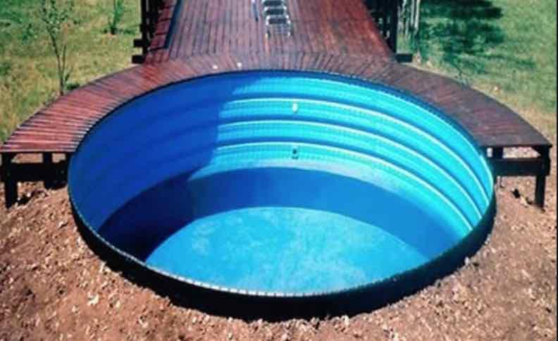 tanque australiano pileta con deck de madera tratada